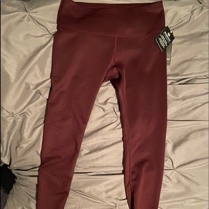 Maroon Essenza workout Capri leggings large